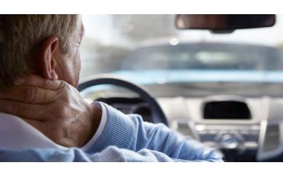 Tài xế thường xuyên đau cổ vai gáy thì phải làm sao?